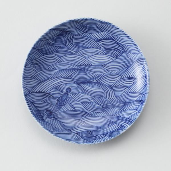 [丸]波と人形。海を泳ぐ人魚が描かれています。