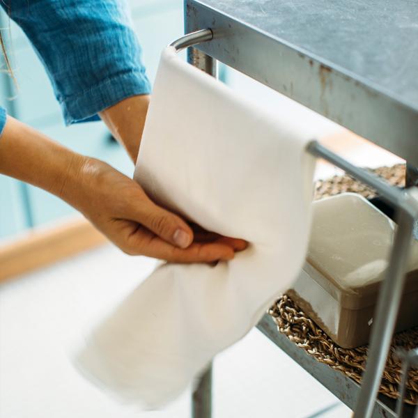手を拭くタオル代わりに。