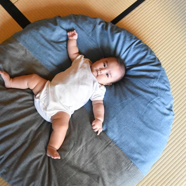 赤ちゃんのプレイマットとして。お着替え、オムツ替えの時も。(販売終了カラー)