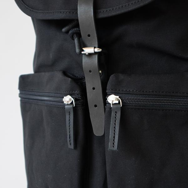 正面にはポケットが2つ