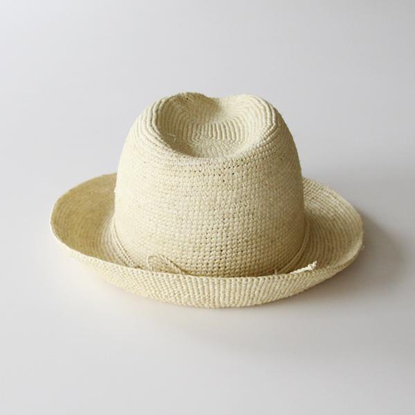 自然がもたらす質感や色合いが魅力の夏帽子です