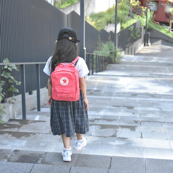ミニ着用イメージ(子どもモデル121cm・小学校1年生※別色ピーチピンク色)
