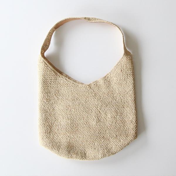 ラフィア素材を使用した手編みワンショルダーバッグです