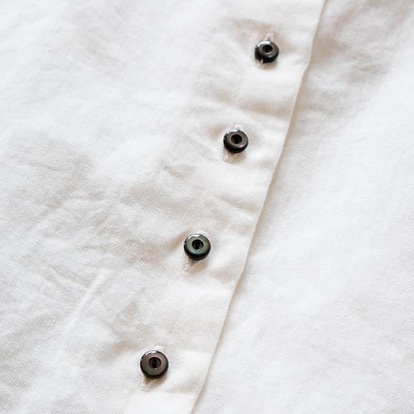 ぷっくりした貝ボタン(WHITE)