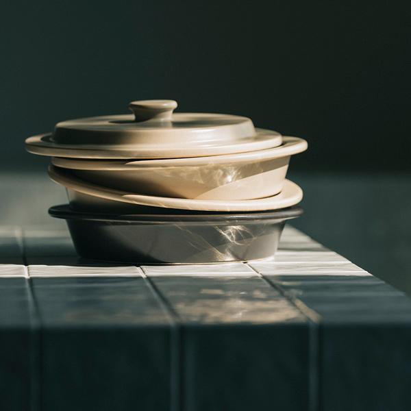 料理を引き立てる、ミニマルなデザイン