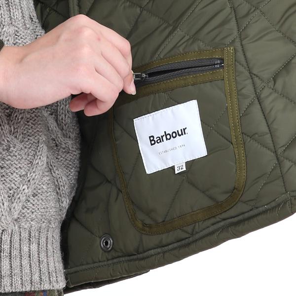 内側にもファスナー付きのポケットがついています。