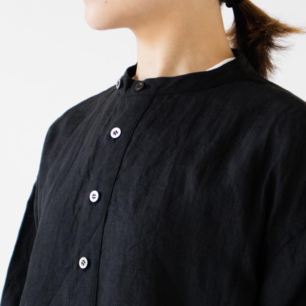 すっきりとした襟元(BLACK)