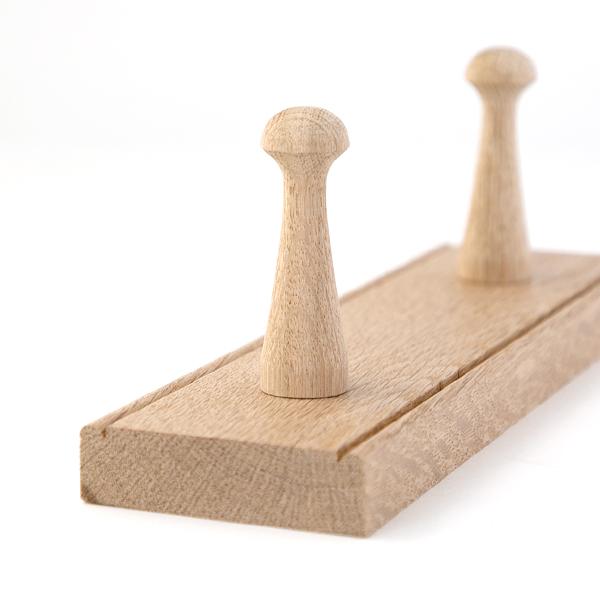 木製のフックハンガーです