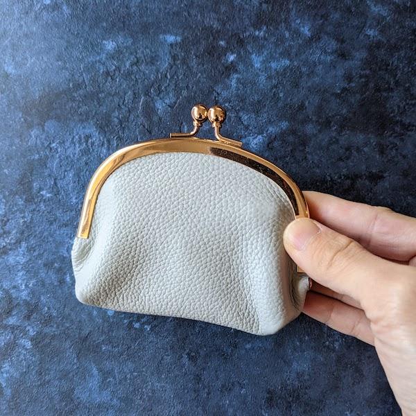 ミニ財布のようなサイズ感(PALE GREY)