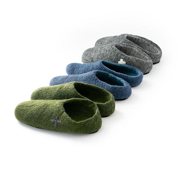 ハンドメイド製品のため大きさなど多少ばらつきがありますが、履いていくうちに足に馴染んでいきます