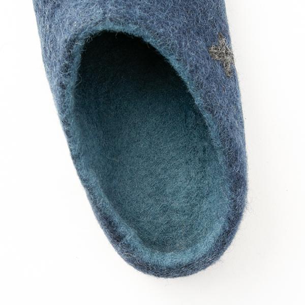 フェルトならではの柔らかな履き心地(BLUE)