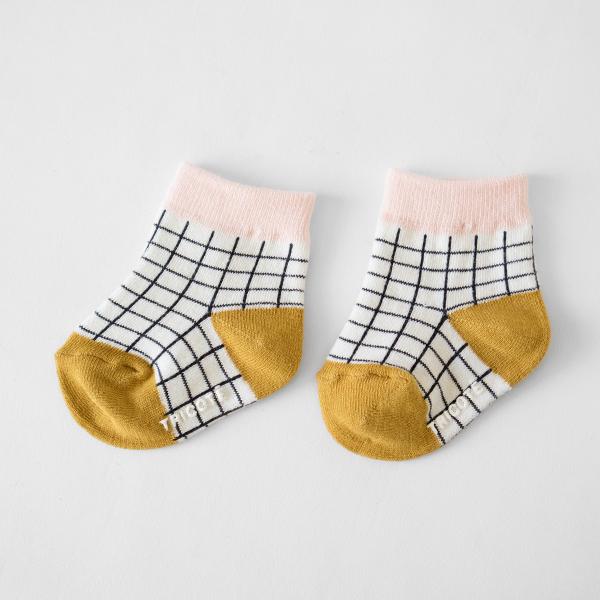 異なる2足がセットになっているのでお洋服に合わせてお選びください