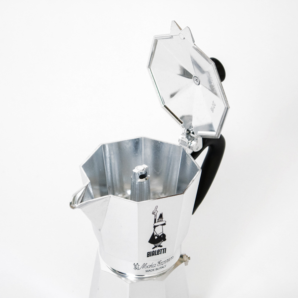 真ん中の穴から抽出されたコーヒーがポコポコと出てきます