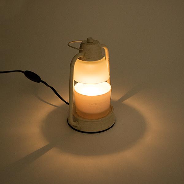 火を使わない柔らかな灯り(写真はクラシックキャンドル)
