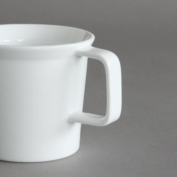 四角いハンドル、底から縁にかけて絶妙な角度のカップが何とも魅力的(色 ホワイト)
