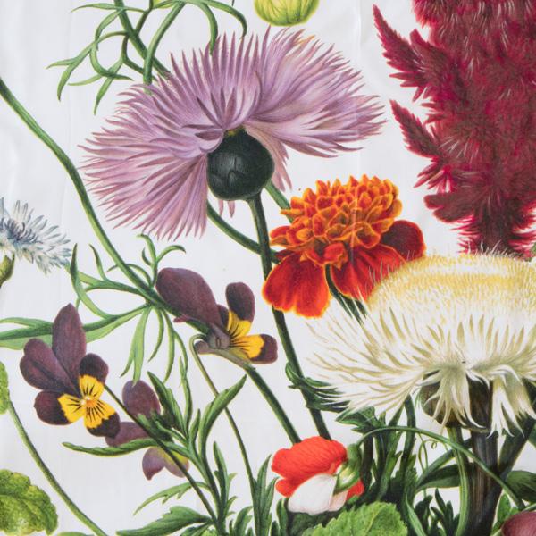 色とりどりの花が描かれた豪華なデザイン