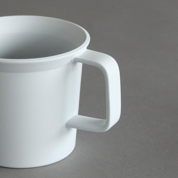 四角いハンドル、底から縁にかけて絶妙な角度のカップが何とも魅力的(色 グレー)