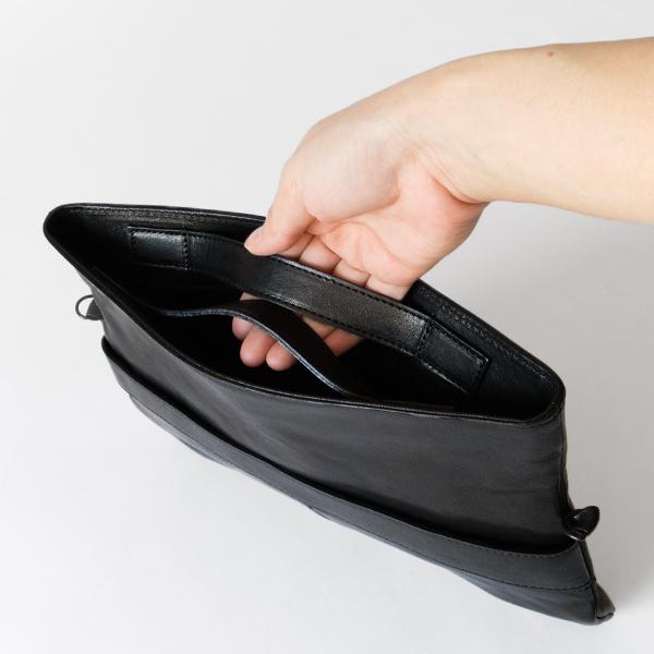 内側のハンドルを持てばハンドバッグに