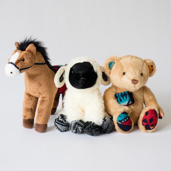 左:MRTON HORSE、中央:FANNIE LAMB、右:CLARANCE BEAR