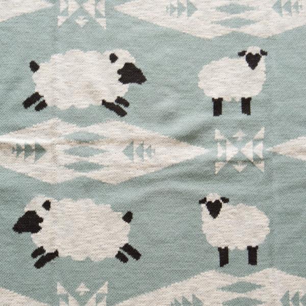 ひつじとPENDLETONらしい幾何学模様の組み合わせ(SHEEP DREAMS)