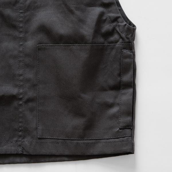 大きなポケットがついています(Charcoal)