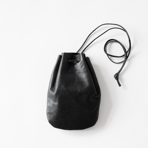 VEGETABLE HORSE LEATHER / DROP SHAPE POUCH S(巾着バッグ)(BLACK)