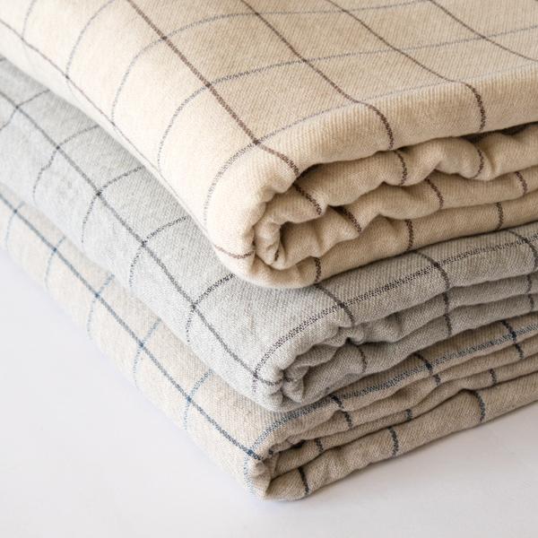 低速のTOYODA織機で時間をかけ、糸に負担がないように織りあげています