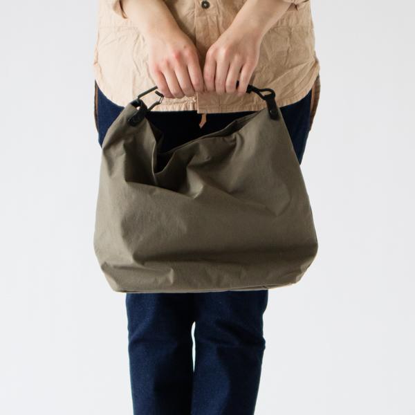 作り手の思いが細部にまで詰まった丁寧なバッグです(BEIGE GRAY)