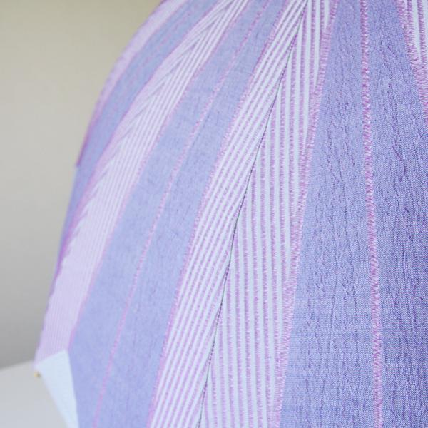 ジャガード織りで作られた柄生地が表情豊かな日傘です