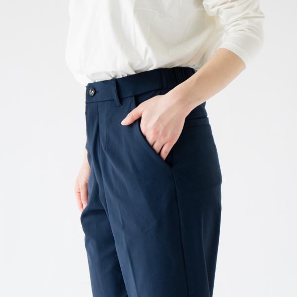 ポケットは両脇と後ろに二つあります