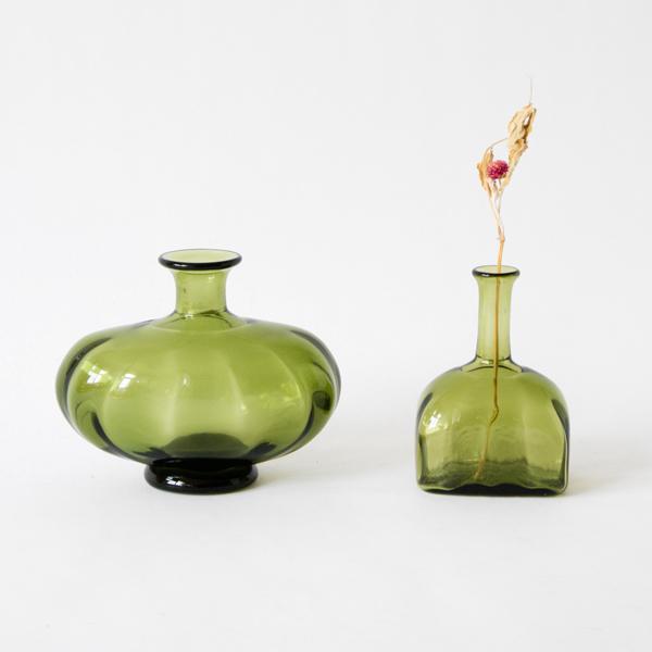 左:花器、右:一輪挿し