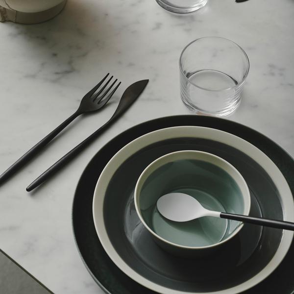 食卓を飾るカトラリー