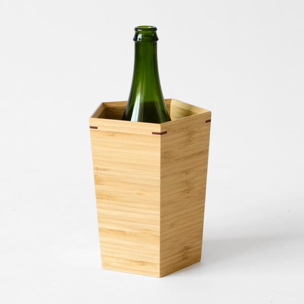 ワイン1本を冷やせるサイズです。