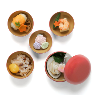 FIVE SETS OF URUSHI BOWLS PINK