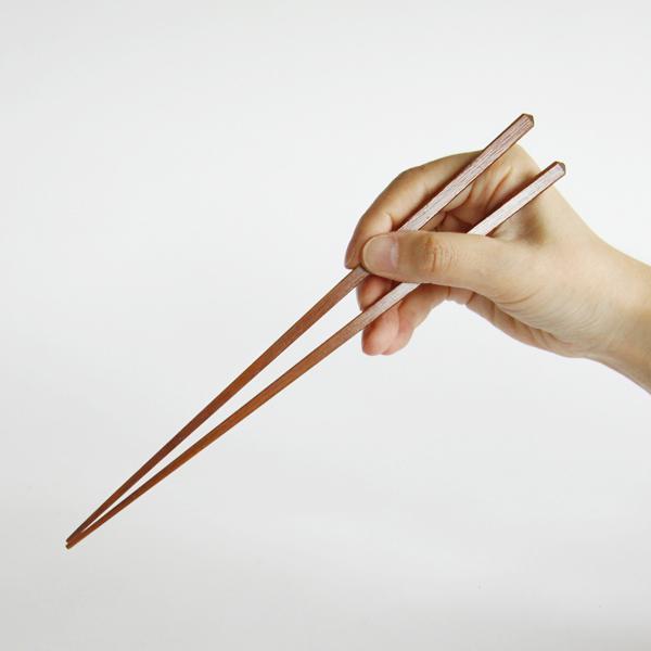 細角の箸先にすることで、そばを食べるときに使いやすいお箸