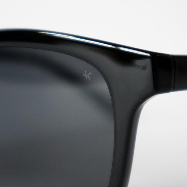 高度技術のレーザー彫刻で入れられたロゴ(Black)