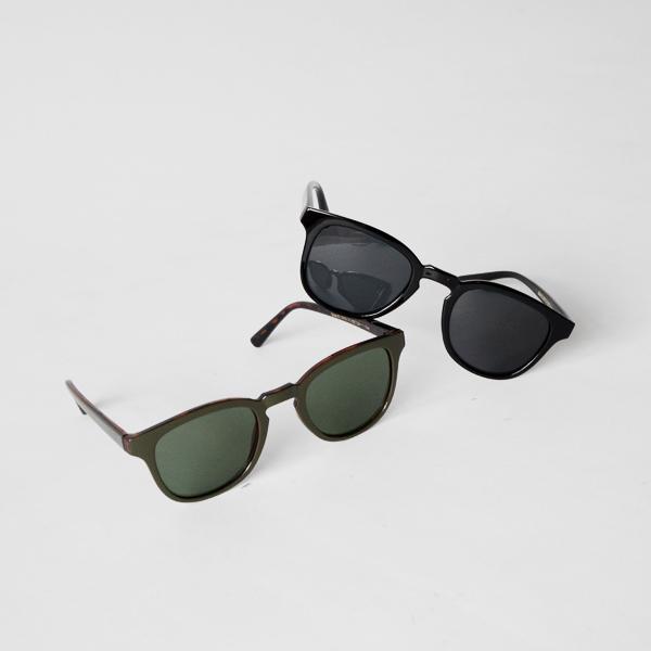 左:Dark Olive Green、右:Black