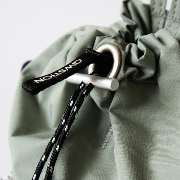 開き口を紐で絞ることが可能です