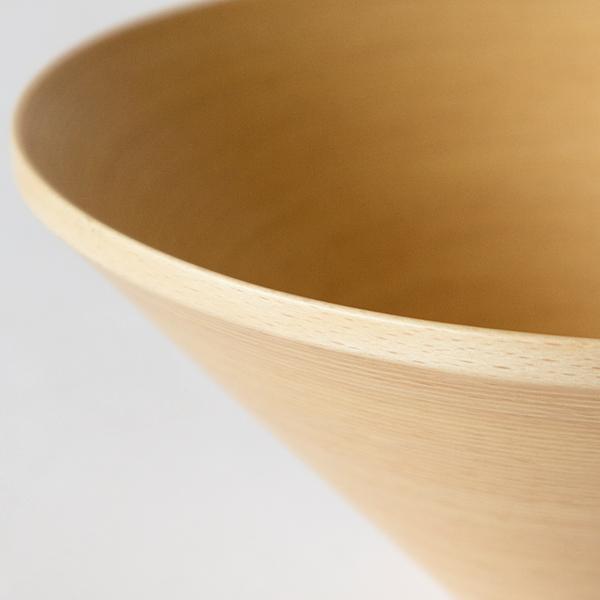 側面の木材を巻いている様子は、BUNACOならではの技術で丁寧に手づくりされた証拠