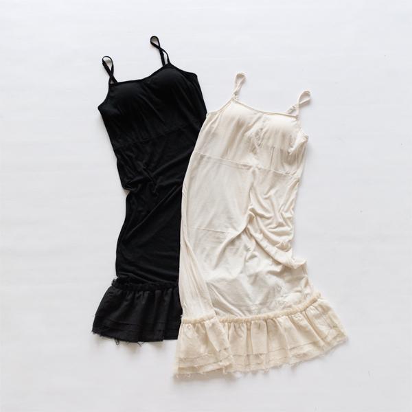 色違いで持っていても洗い替えに便利(左:BLACK、右:LIGHT BEIGE)