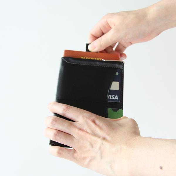タグを引っ張ると中のカードが出てきます