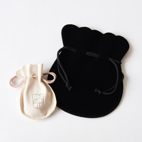 付属の巾着袋(JN184001のみ、写真右側の黒色の巾着袋です)