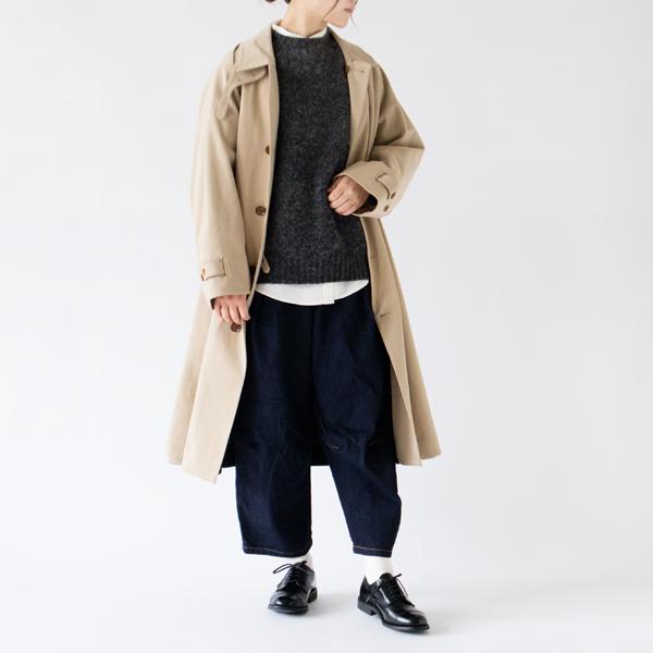 セーターと重ね着も(OFF WHITE)