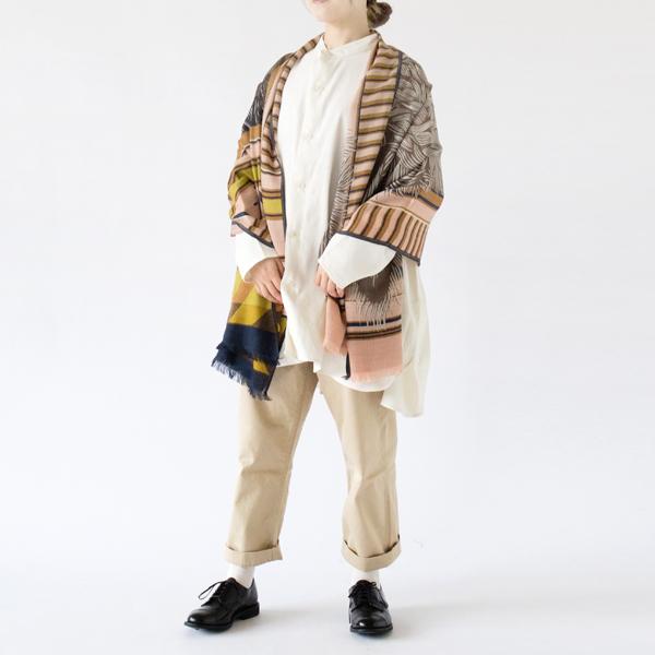 ヌードピンクで自然と服に馴染んでくれるデザイン(モデル身長:162cm)