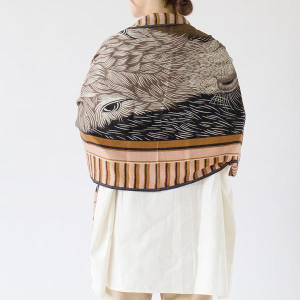 羽織れば落ち着きのある上品な装いに