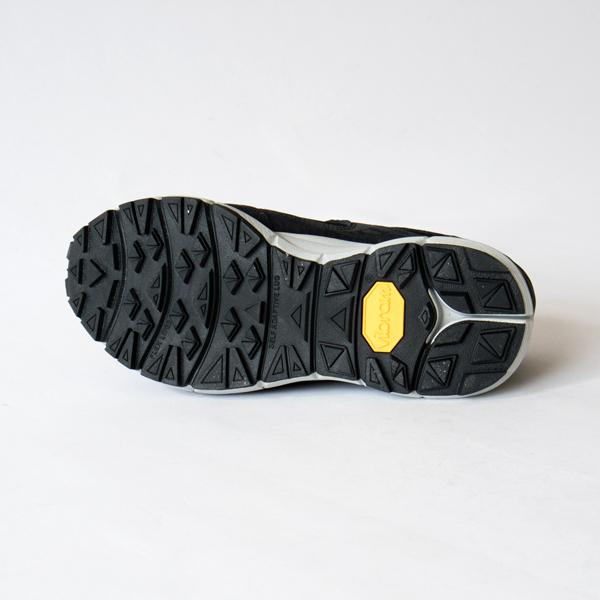 アウトソールは靴底メーカー 、vibram(ヴィブラム社)のものを使用