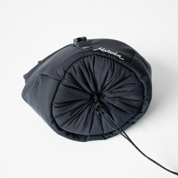 底面を縛ることでバッグサイズを調節可能