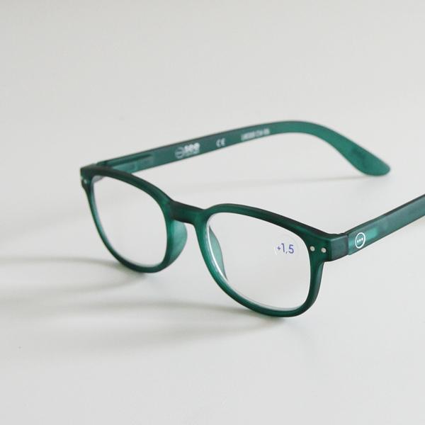 半透明のグリーンは、なかなかお目にかかれない遊び心のあるカラー