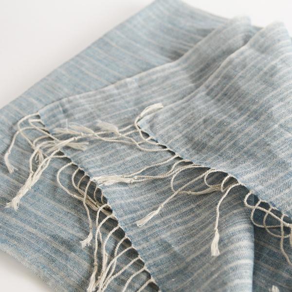 沖縄の伝統的な染料「琉球藍」の深い色みが魅力です