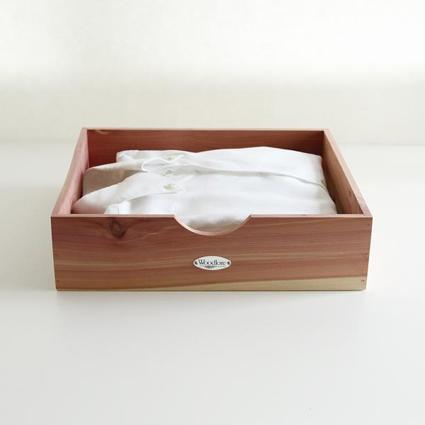 シャツボックスはワイシャツやブラウスはもちろん、セーター等を畳んで収納出来ます